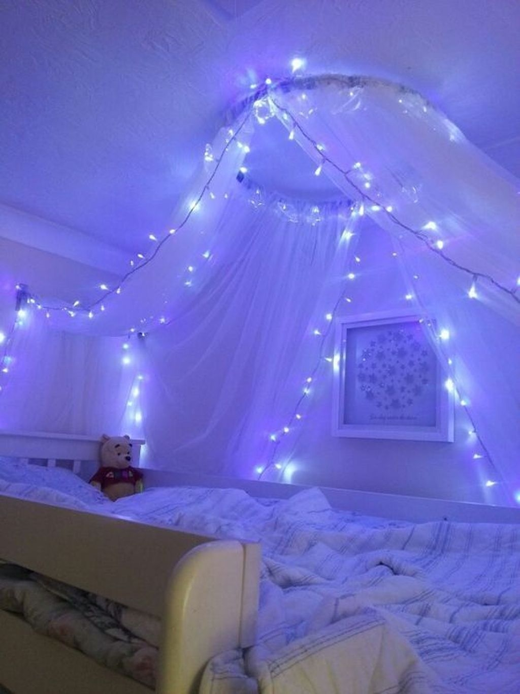 30 Pretty DIY Fairy Light Ideas For Minimalist Bedroom