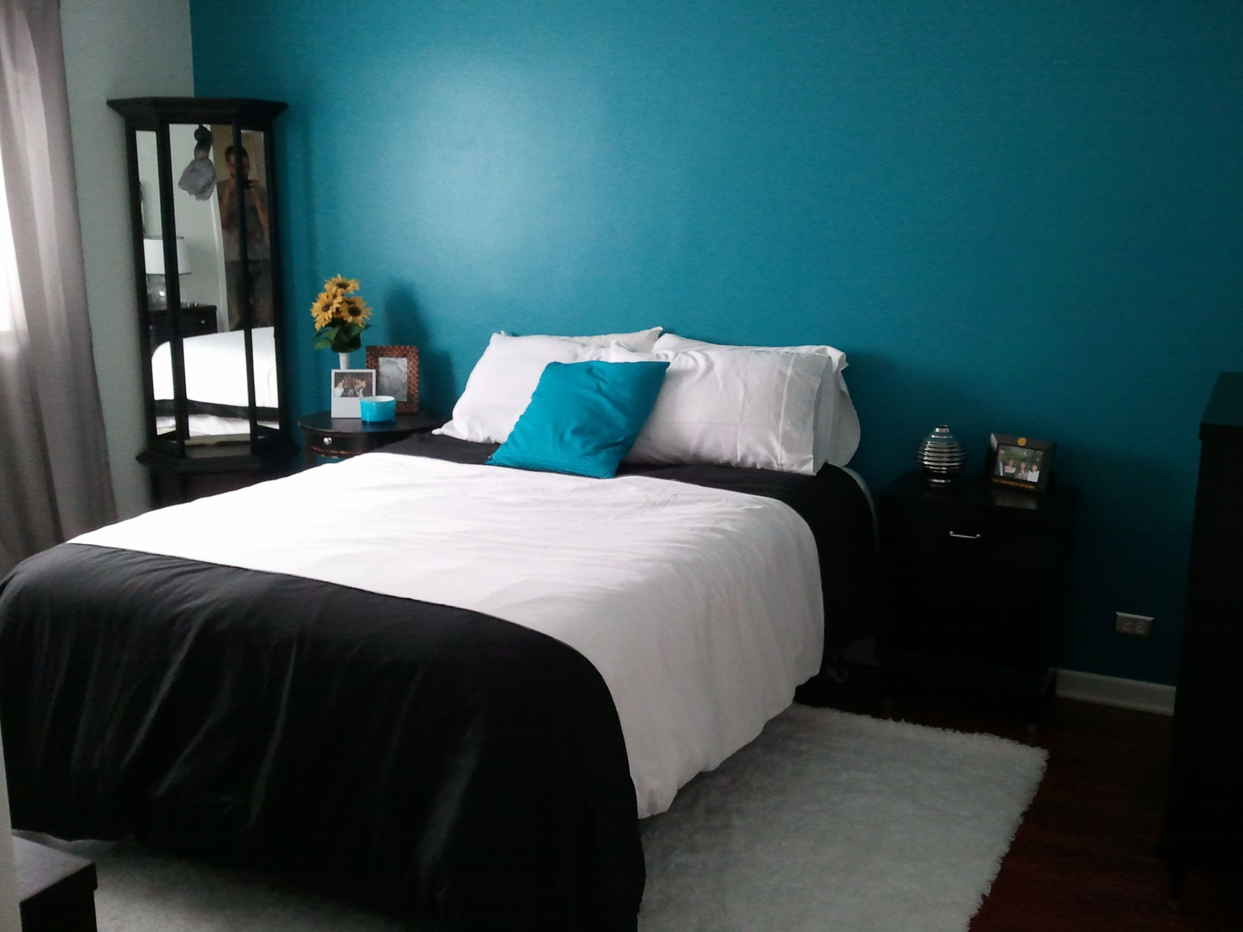 Cute Single White And Black Platform Bed Cover Set With