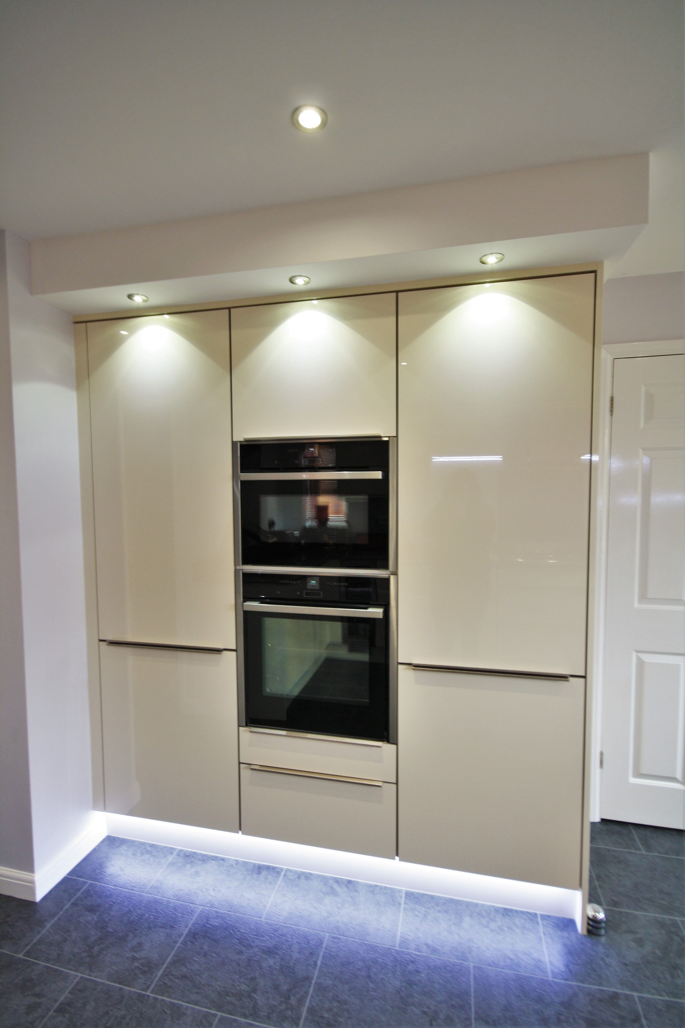 Tower unit with two stacked Neff appliances storage to